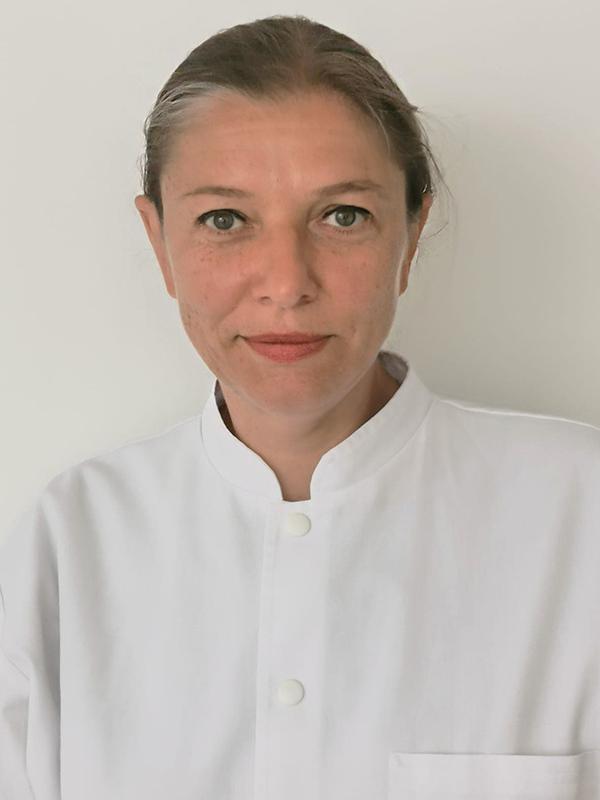 Dr. Andreea Nita